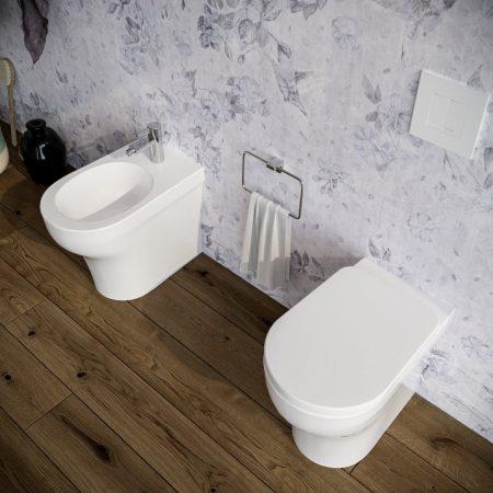 Sanitari-bagno-in-ceramica-filo-muro-vaso-wc-bidet-coprivaso-softclose-azzurra-pratica-2